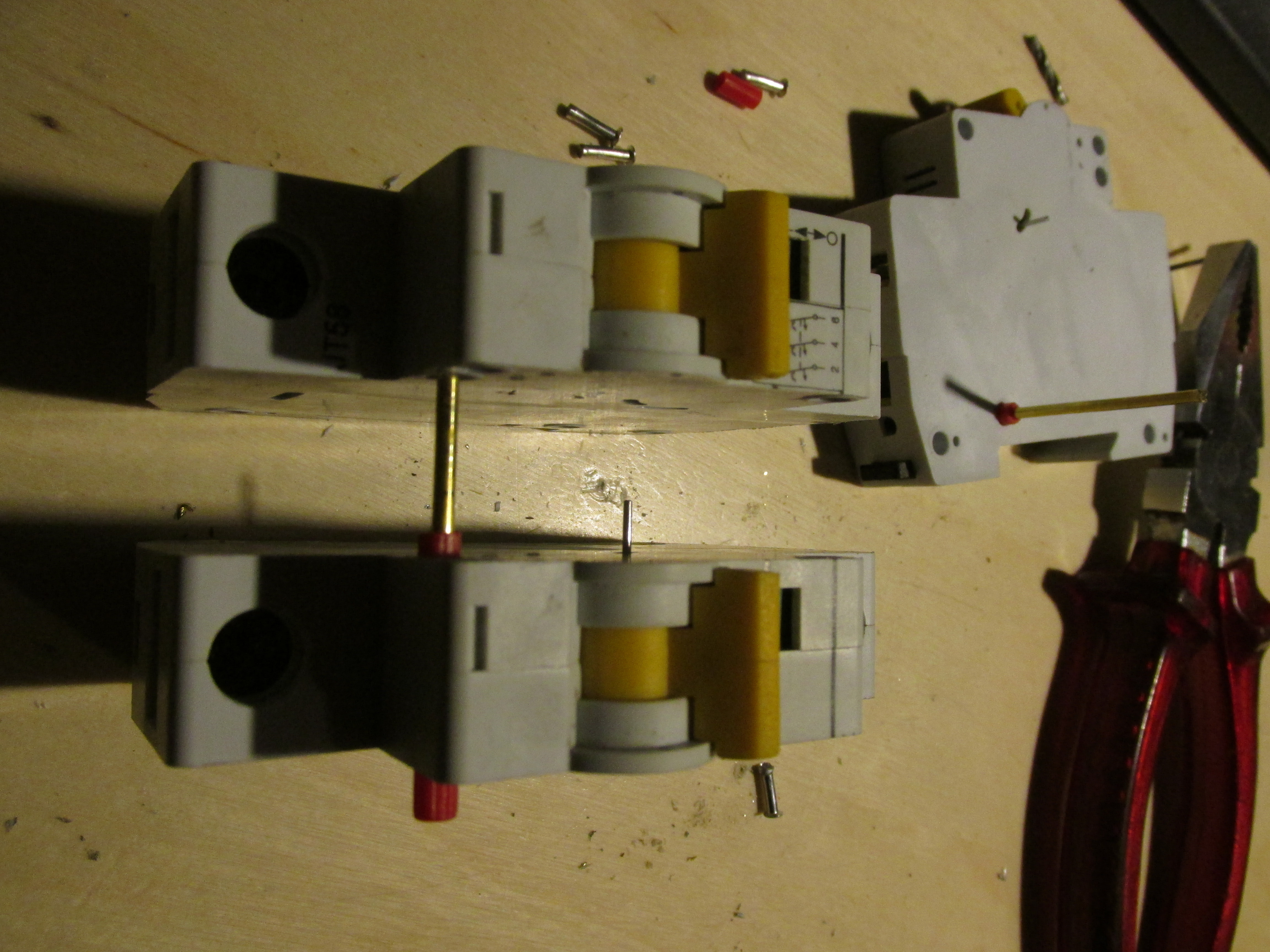 Circuit Breakers How They Work And Fail Krakonoorg Working Of After Pulling Them Apart The Rods Joining Individual Can Be Seen